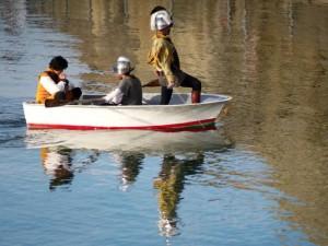 Leiutenant Nun - Three people/soldiers in rowboat on water